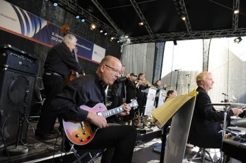 Geert with the FFB-BigBand playing 'Satin Doll'